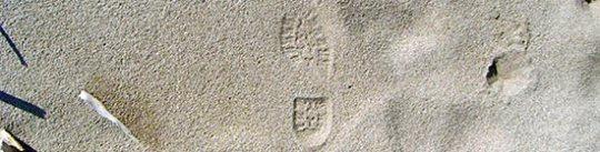 Schuhabdruck im Sand